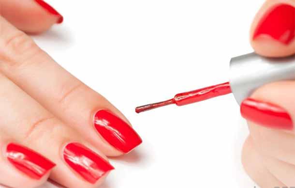 Как избавиться от белых пятен на ногтях?
